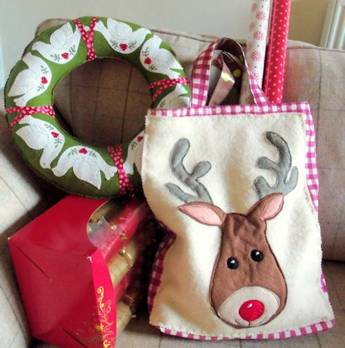 Shop in style this Christmas! Free Reindeer Tote Pattern